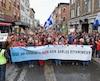 À Quebec Manifestation contre les sables bitumineux se terminant par la forme d'un thermomètre humain devant le parlement, , samedi le 11 avril 2015,(DANIEL MALLARD/JOURNAL DE QUEBEC/AGENCE QMI)