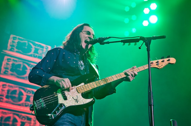 Le bassiste, claviériste et chanteur Geddy Lee et les autres membres de la formation canadienne Rush se sont arrêtés au Centre Bell hier soir pour la deuxième fois en trois ans.