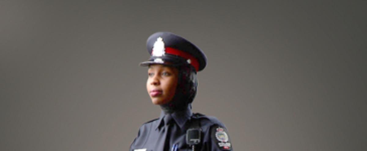 Contre les policières en hijab