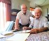 Luc Pomerleau, 67ans, et son père Rosaire, 93ans, dans sa résidence de Magog, où il s'occupe de son entreprise de balayeuses.