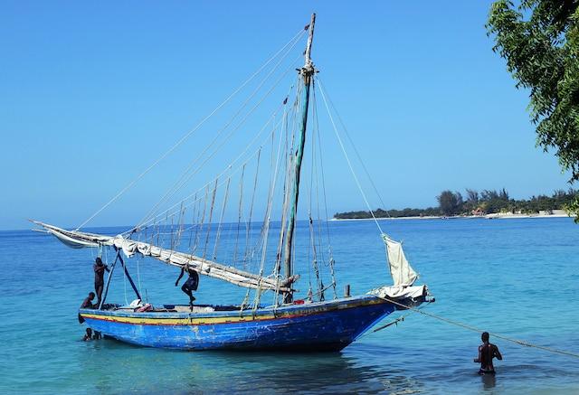 Pêcheurs de retour sur la côte, Côte des Arcadins.