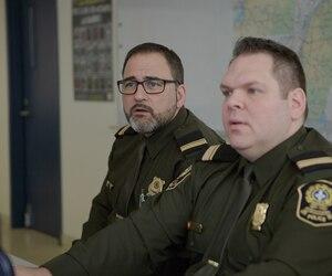 Le lieutenant Daniel Bérard (à gauche), de la Division des enquêtes sur l'exploitation sexuelle des enfants sur internet de la SQ, et le lieutenant Jean Le Bel, de la Division des enquêtes sur la cybercriminalité, ont coordonné les frappes de cette semaine contre des cyberpédophiles allégués.