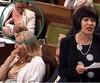 La ministre Karina Gould, allaitant son fils à la Chambre des communes