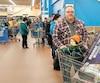 Dominique était jeudi au Walmart de Brossard avec son fils pour retourner cette borne d'arcade.