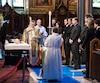 De gauche à droite, Marc Dupré, son épouse Anne-Marie Angélil, René-Charles, Céline Dion et Jean-Pierre Angélil se tenaient tout près du cercueil de René, hier, à la basilique Notre-Dame. Sous leurs yeux, des hommes d'Église ont béni le corps de l'impresario.