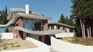 Une maison «courbée» à vendre pour 1 200 000 $