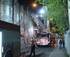Le feu a éclaté dans un immeuble à logements de la rue Bullion, vers 2 h 15, tôt mardi.