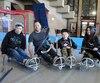 Cédrick Bédard (à gauche), son oncle Benoit Gauthier, son cousin Maxence et sa sœur Emy, 13 ans, ont découvert le hockey luge, samedi. L'expérience s'est avérée plus difficile que prévu.