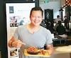 Le Montréalais d'origine Lung Liu a fondé quatre restaurants en Chine, dans la région de Shanghai, parce que le Québec lui manquait. Son menu est composé de mets du Québec. On y retrouve la poutine, la lasagne et même du pâté chinois.