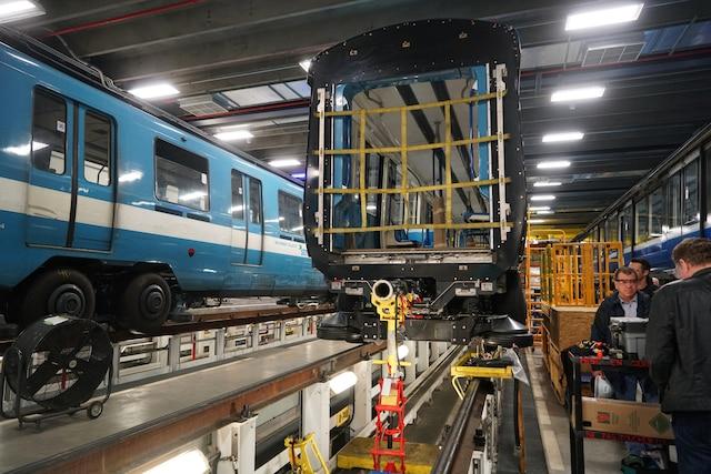Visite avec les équipes d'entretien du Métro de Montréal, à Montréal, Quebec,Canada. Le jeudi 11avril, 2019. Sur cette photo: Assemblage d'une rame de train AZUR MARIO BEAUREGARD/ AGENCE QMI