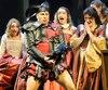 Le baryton Gregory Dhal offre une superbe performance vocale et dans le jeu dans le personnage de Rigoletto. Un homme prisonnier de son rôle de bouffon et qui surprotège sa fille Gilda.