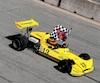 Bertrand Godin ne s'est pas fait prier pour effectuer un tour de piste symbolique du circuit de Trois-Rivières à bord de cette March pilotée en 1974 par Gilles Villeneuve.