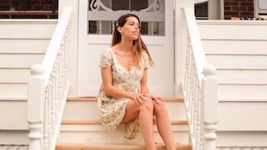 Marilou expose ses plis de peau