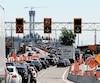 La circulation aux abords du pont Champlain (sur les deux photos) était aussi au ralenti hier en raison de nombreux travaux.