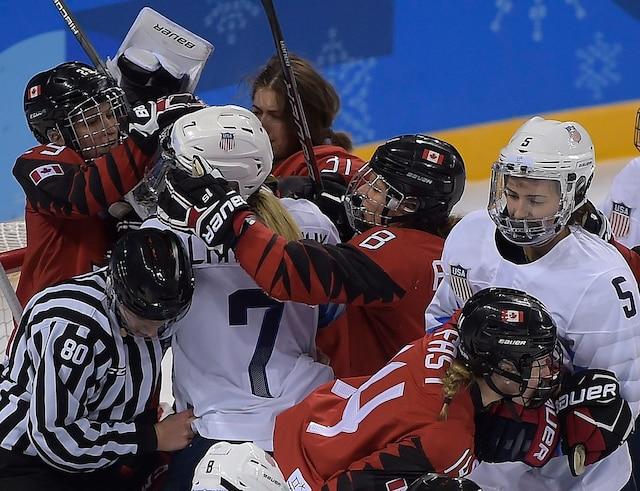 Le Canada a remporté le premier duel entre les deux grandes favorites du tournoi de hockey féminin des Jeux olympiques de Pyeongchang en défaisant les États-Unis par la marque de 2-1.