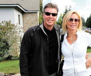 Les entreprises de Caroline Néron doivent plus de 700 000$ à Réal Bouclin, le mari de l'entrepreneure avec qui elle est maintenant en instance de divorce. On les aperçoit ici lors d'un tournoi de golf du Canadien de Montréal au Royal Montréal.