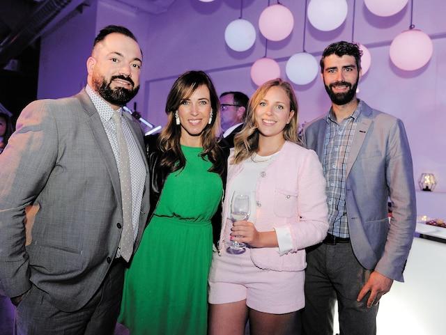 Sébastien Ménard, éditeur et rédacteur en chef du Journal de Québec, Julie Emond, du Journal, Steffy Theetge, de Mercedes Benz St-Nicolas, et Martin Gagnon, d'Idecom.