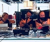 L'équipe du retour de CHOI Radio X travaille sur Grande Allée en marge du Festival d'été de Québec.
