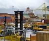 La valeur des marchandises saisies est à la baisse au port de Montréal, malgré l'achat d'un puissant scanneur en 2009. Celui-ci, qui est souvent en panne, consiste en un camion équipé d'un bras mécanique qui se dépose au sol, pouvant ainsi scanner chaque côté d'un conteneur.