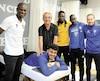 Le Dynamo confie la préparation physique de ses joueurs à Zone Vitalité Spa. Sur la vignette, on aperçoit l'entraîneur-chef Edmond Foyé, Bastien Aussems (couché), l'homme d'affaires Gaston Couture, Bonano Beugré-Gnenago, Edwin Ortiz-Bergeron et Kevin Cossette.