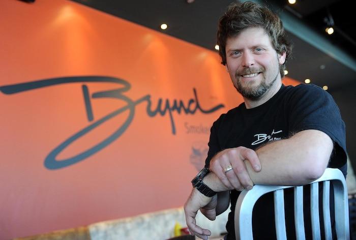 Antoine Bujold, copropriétaire et vice-président au développement des affaires de Brynd, vous invite à déguster le smoked meat effiloché.