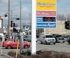 Le litre de carburant se situe en moyenne à 126,1 ¢/L dans la région de la Capitale-Nationale, mais ce détaillant du boulevard Henri-Bourassa affichait son prix à 136,9 ¢/L hier.