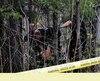 Les policiers ont continué à fouiller mardi le site où l'os a été retrouvé, lundi soir, à Chicoutimi.