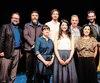Les animateurs Jonathan Gagnon et Sophie Thibeault, à gauche et à droite,et les gagnants des Prix Théâtre2017-2018, récompensés lors d'un 5 à 7, à l'occasion du Carrefour international de théâtre.