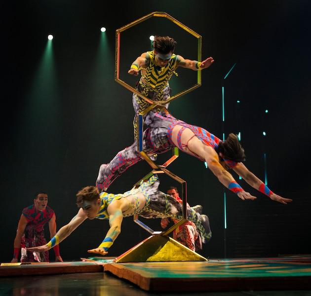Volta se veut un spectacle électrisant, tant par ses acrobaties, ses prouesses sur vélo BMX et sa musique signée M83.