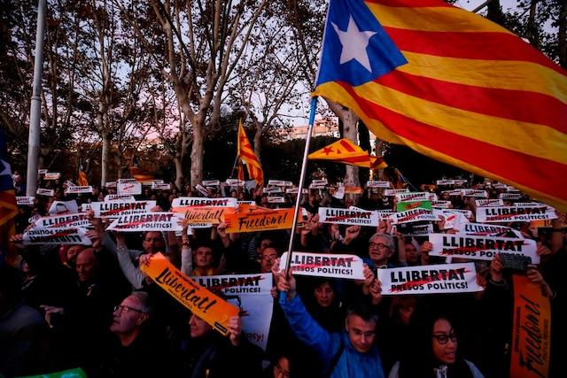 750 000 Catalans ayant participé à une manifestation pour réclamer la remise en liberté de dix dirigeants indépendantistes placés en détention provisoire.