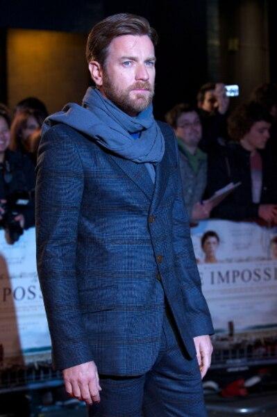 À Londres, Ewan McGregor a foulé le tapis rouge de la première du film The impossible dans lequel il joue aux côtés de Noami Watts.