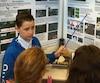Le stand de William Gadoury à l'Expo-sciences attire de nombreux curieux après que les travaux du jeune homme sur les Mayas eurent fait le tour du monde.