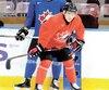 Nick Suzuki sur la glace du QCentre de Victoria hier, en marge du premier entraînement de la formation canadienne junior.