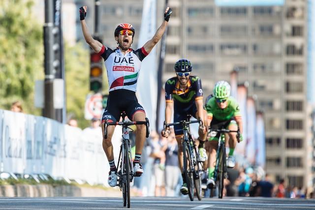 Diego Ulissi traverse la ligne d'arrivée en première place lors le Grand Prix Cycliste de Montréal, dimanche le 10 septembre 2017. DARIO AYALA/AGENCE QMI