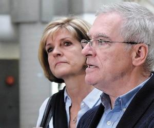 Manon Marchand et Raymond Bissonnette, les parents d'Alexandre Bissonnette, s'adressaient aux médias en juin après le procès de leur fils.