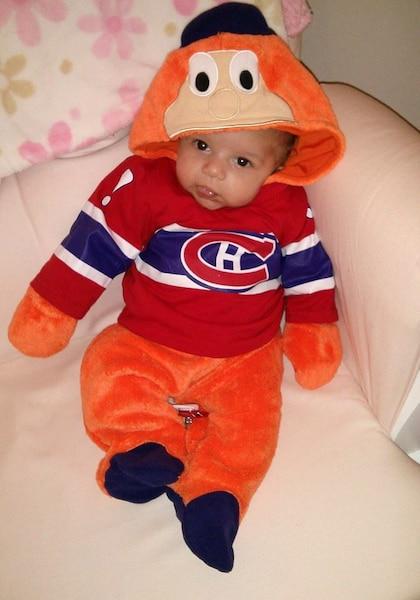 Livia Savage, 5 mois, aime autant les canadiens que son papa COURTOISIE