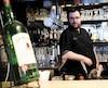 Le propriétaire du Bistro St-Malo, Philippe Racine, photographié hier dans son établissement de la rue Saint-Paul, à Québec, a récemment dû combattre la désuétude et la complexité du système d'octroi de permis à la Régie des alcools, des courses et des jeux (RACJ).