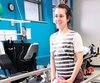 Après plusieurs mois sans l'usage de sa jambe blessée, Julie Paquette a multiplié les efforts et est maintenant capable de marcher, non sans un peu de difficulté.