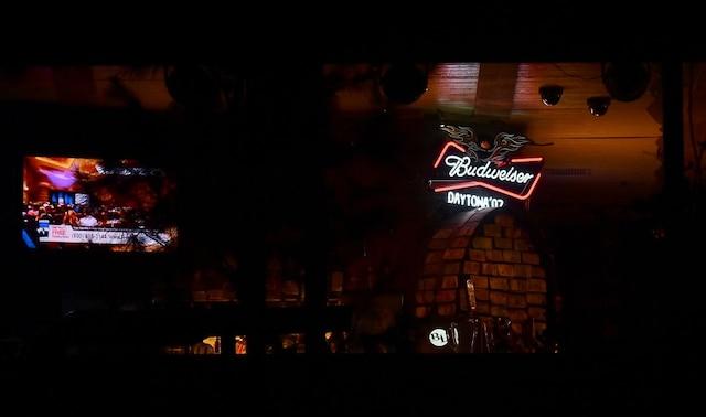 L'homme avait fait irruption dans le Borderline Bar and Grill, qui accueillait au moment du drame une soirée étudiante.