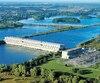 La digue de la centrale des Cèdres, qui crée un canal pour diriger l'eau du Saint-Laurent vers le barrage, «ne respecte pas les normes», selon les ingénieurs d'Hydro-Québec. Ils souhaitent améliorer son étanchéité et sa stabilité, et minimiser le risque d'érosion de sa fondation.