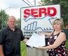 Guy Veillette et Donna Lessard, du Syndicat de l'enseignement de la région de Drummondville, déposeront une pétition lors de la prochaine rentrée scolaire.