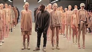 Image principale de l'article Kanye West présente un défilé inattendu à la NYFW