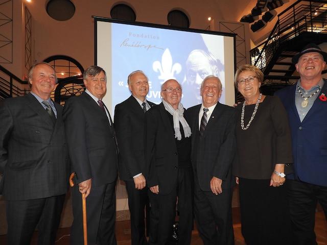 De gauche à droite, Yves Duhaime, Lucien Bouchard, Jean-François Lisée, Bernard Landry, Marc-André Bédard, Pauline Marois et Konrad Sioui étaient réunis mercredi pour rendre hommage à René Lévesque.