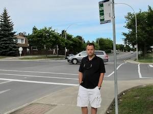 Michel Content est consterné qu'une chauffeuse de la ligne d'autobus 485 ait pu «domper» sa fille de 12 ans avec quatre écoliers au métro Lionel-Groulx, très loin de la gare Dorval où ils doivent prendre un autre autobus pour se rendre à l'école.