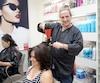 Richard Zilberg affirme qu'il doit se bâtir petit à petit une nouvelle clientèle dans un autre salon de coiffure à Montréal.
