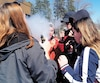 Des élèves de l'école secondaire La Courvilloise, à Beauport près de Québec, se retrouvent souvent dans un nuage de fumée dans la zone où vapoter est permis.