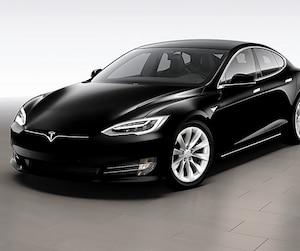 Le PDG d'Investissement Québec, Pierre Gabriel Côté, a changé sa Porsche pour une Tesla. Le modèle berline qu'on voit ici est un des deux modèles disponibles à l'heure actuelle.