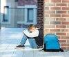 Les élèves victimes de violence à l'école sont moins nombreux depuis quatre ans. Les insultes ou menaces par texto sont toutefois en hausse, alors que 5,4% des élèves disent en subir quelques fois pendant l'année scolaire contre 4,3% en 2013.