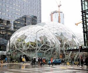 À Seattle, Amazon a inauguré son tout nouveau siège social formé de trois bulles le 30 janvier dernier. L'entreprise de Jeff Bezos doit dévoiler cette année la ville où sera situé son deuxième siège social. Au Canada, seule Toronto demeure en lice.