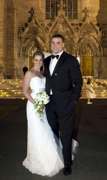 Éric Lindros a épousé la Québécoise Kina Lamarche lors d'une cérémonie dans une église d'Outremont.